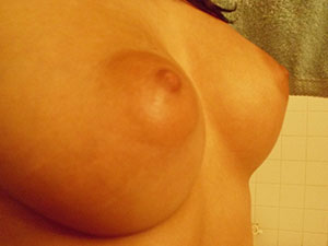Huge Titties Get A Nice Bath